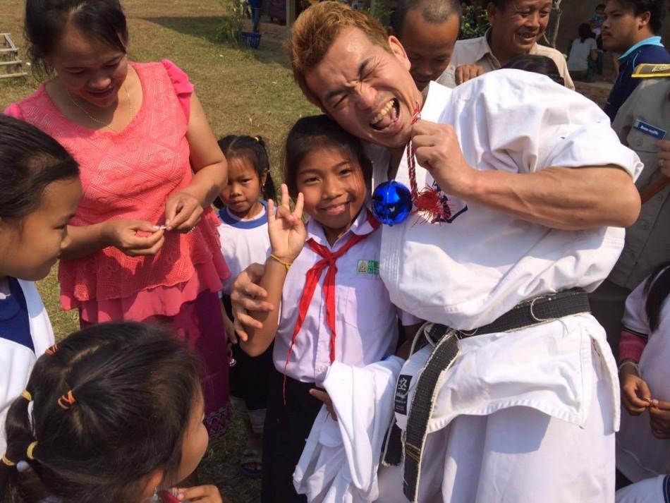 ラオスの田舎の村で運動会|寺田先生のご活動